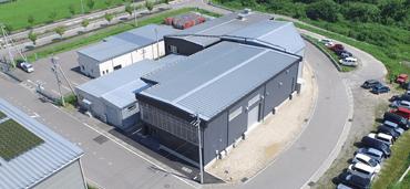 空撮した長野県飯田市の砂型鋳造工場の様子